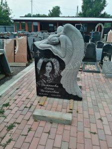 Ангел резной из Карельского гранита
