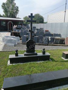 Крест православный с фигурной подставкой из Карельского гранита