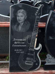 Памятник в виде гитары
